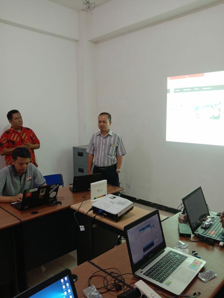 Foto Kegiatan Pelatihan IoT oleh Team ID-IoT Fasilkom Universitas Narotama