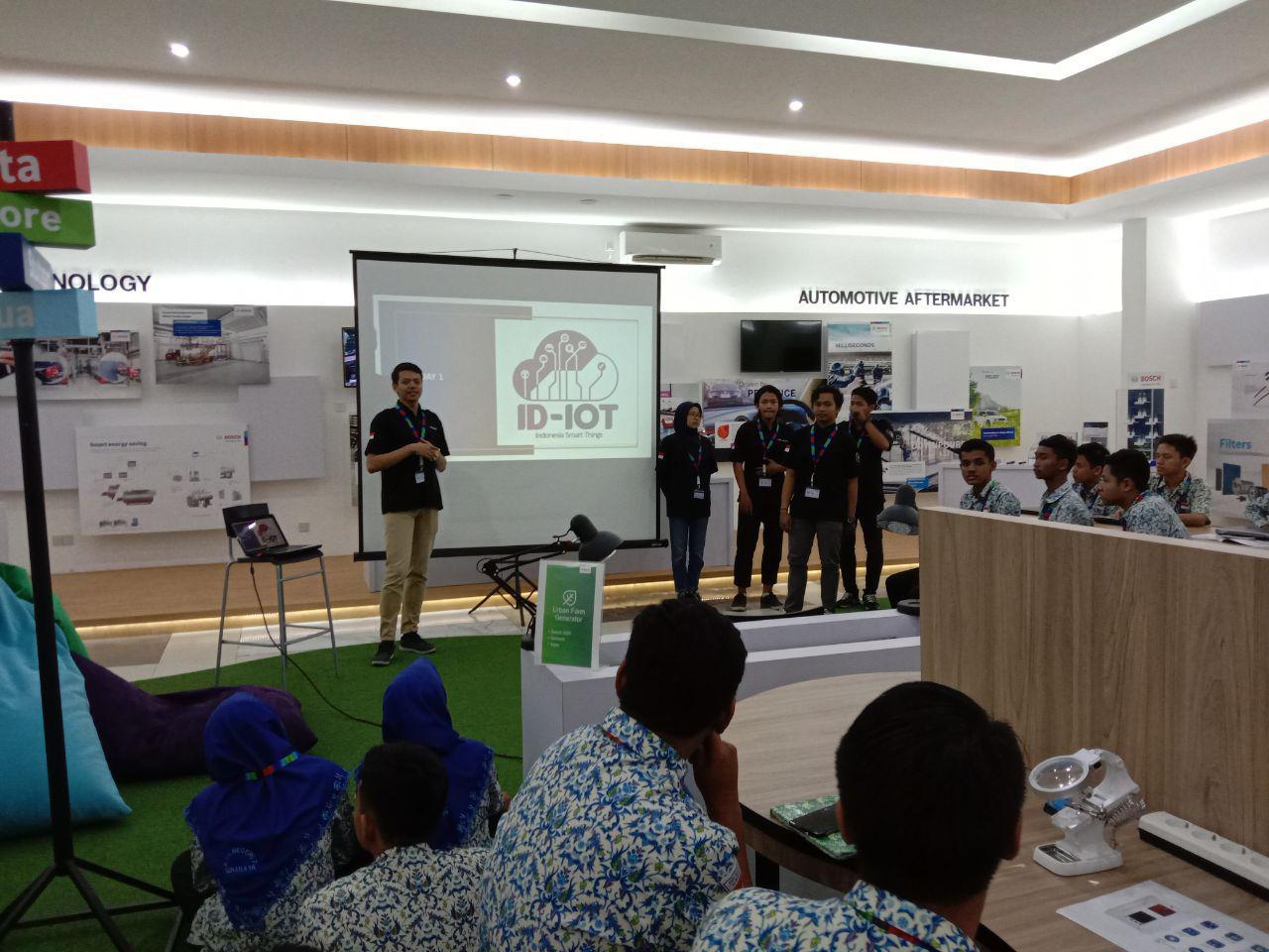 Pelatihan IoT Fundamental Tim ID-IoT dengan SMKN 7 Surabaya di Pt. Bosch Experiental and Innovation Center